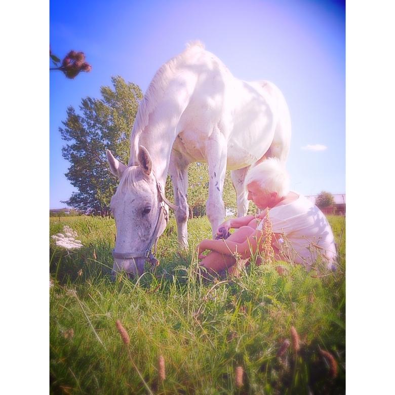 Mia och häst